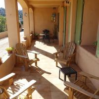 Terrasse privative : barbecue électrique, table de jardin et salon de jardin